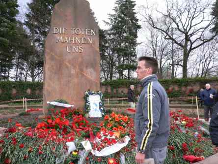 """2007 - nach der LLL-Demo auf dem """"Friedhof der Sozialisten"""""""